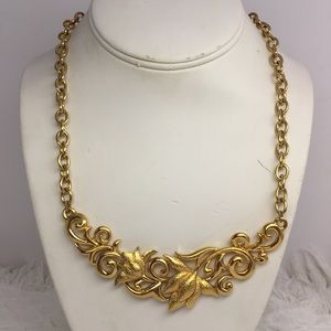 ❤️ Gold Tone Floral Statement Necklace